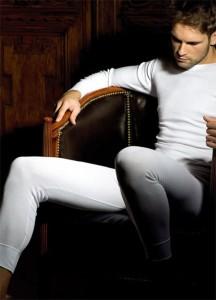 mężczyzna w kalesonach - zdjęcie
